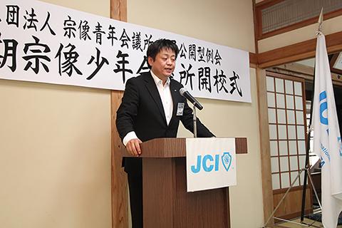 横山誠理事長6月例会あいさつの様子