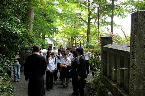 鎮国寺境内の奥の院の入り口