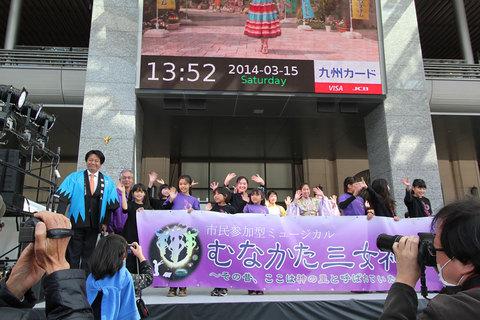 横山誠理事長とミュージカル出演者によるPRタイムのようす