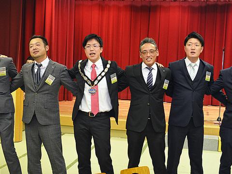 12月卒業例会 (23)a.JPG